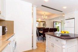 Кухня. Кипр, Ионион - Айя Текла : Шикарная вилла с потрясающим  видом на море,  с 3-мя спальнями, с бассейном и зелёной территорией с джакузи, патио и барбекю