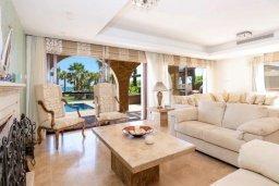 Гостиная. Кипр, Ионион - Айя Текла : Шикарная вилла с потрясающим  видом на море,  с 3-мя спальнями, с бассейном и зелёной территорией с джакузи, патио и барбекю