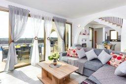 Гостиная. Кипр, Ионион - Айя Текла : Прекрасное бунгало с 2-мя спальнями, с бассейном, просторной верандой с патио и барбекю