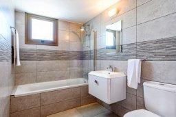 Ванная комната. Кипр, Ионион - Айя Текла : Прекрасное бунгало с 2-мя спальнями, с бассейном, просторной верандой с патио и барбекю
