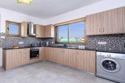 Кухня. Кипр, Ионион - Айя Текла : Потрясающее бунгало с 3-мя спальнями, с бассейном, просторной солнечной верандой с патио и барбекю