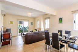 Гостиная. Кипр, Каппарис : Прекрасная вилла с 4-мя спальнями, с бассейном и приватным двориком с беседкой и барбекю