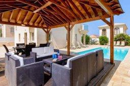 Патио. Кипр, Каппарис : Прекрасная вилла с 4-мя спальнями, с бассейном и приватным двориком с беседкой и барбекю