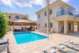 Фасад дома. Кипр, Каппарис : Прекрасная вилла с 4-мя спальнями, с бассейном и приватным двориком с беседкой и барбекю