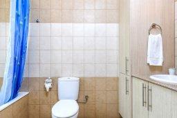 Ванная комната. Кипр, Каппарис : Прекрасная вилла с 3-мя спальнями, с бассейном и приватным двориком с патио и барбекю