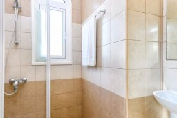 Ванная комната 2. Кипр, Каппарис : Прекрасная вилла с 3-мя спальнями, с бассейном и приватным двориком с патио и барбекю