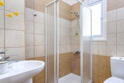 Ванная комната 3. Кипр, Каппарис : Прекрасная вилла с 3-мя спальнями, с бассейном и приватным двориком с патио и барбекю
