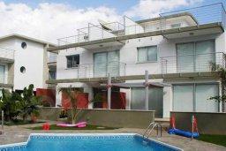 Фасад дома. Кипр, Гермасойя Лимассол : Уютный таунхаус с общим бассейном и приватным двориком, 3 спальни, 2 ванные комнаты, барбекю, парковка, Wi-Fi