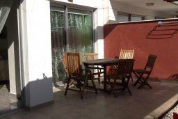 Терраса. Кипр, Гермасойя Лимассол : Уютный таунхаус с общим бассейном и приватным двориком, 3 спальни, 2 ванные комнаты, барбекю, парковка, Wi-Fi