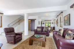 Гостиная. Кипр, Нисси Бич : Роскошная вилла с 4-мя спальнями, с бассейном и большим приватным двориком с патио и барбекю