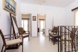 Коридор. Кипр, Нисси Бич : Роскошная вилла с 4-мя спальнями, с бассейном и большим приватным двориком с патио и барбекю