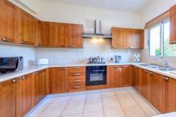 Кухня. Кипр, Каппарис : Прекрасная вилла с видом на море, с 3-мя спальнями, с бассейном, патио и барбекю, расположена в 100 метрах от пляжа