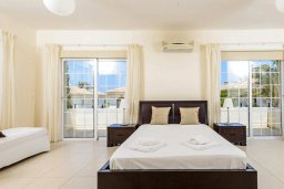 Спальня. Кипр, Каппарис : Прекрасная вилла с 3-мя спальнями, с бассейном и приватным двориком с тенистой террасой, с патио и барбекю
