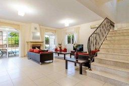 Гостиная. Кипр, Каппарис : Прекрасная вилла с 3-мя спальнями, с бассейном и приватным двориком с тенистой террасой, с патио и барбекю