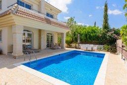 Фасад дома. Кипр, Каппарис : Прекрасная вилла с 3-мя спальнями, с бассейном и приватным двориком с тенистой террасой, с патио и барбекю