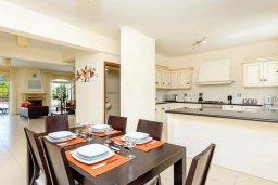 Обеденная зона. Кипр, Каппарис : Прекрасная вилла с 3-мя спальнями, с бассейном и приватным двориком с тенистой террасой, с патио и барбекю