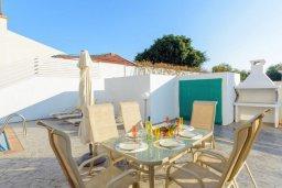 Обеденная зона. Кипр, Нисси Бич : Прекрасная вилла с 3-мя спальнями, с бассейном и двориком с патио и барбекю, расположена в нескольких минутах ходьбы от пляжа Nissi Beach
