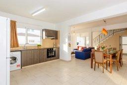 Гостиная. Кипр, Нисси Бич : Прекрасная вилла с 3-мя спальнями, с бассейном и двориком с патио и барбекю, расположена в нескольких минутах ходьбы от пляжа Nissi Beach