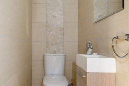 Туалет. Кипр, Нисси Бич : Прекрасная вилла с 3-мя спальнями, с бассейном и двориком с патио и барбекю, расположена в нескольких минутах ходьбы от пляжа Nissi Beach