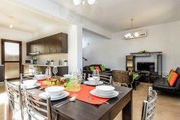 Гостиная. Кипр, Каппарис : Уютная вилла с видом на море, с 3-мя спальнями, с бассейном и приватным двориком с патио и барбекю