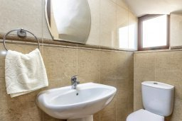 Ванная комната 2. Кипр, Каппарис : Уютная вилла с видом на море, с 3-мя спальнями, с бассейном и приватным двориком с патио и барбекю