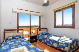 Спальня 2. Кипр, Каппарис : Уютная вилла с видом на море, с 3-мя спальнями, с бассейном и приватным двориком с патио и барбекю