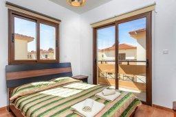 Спальня. Кипр, Каппарис : Уютная вилла с видом на море, с 3-мя спальнями, с бассейном и приватным двориком с патио и барбекю