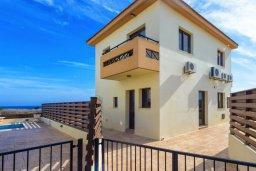 Фасад дома. Кипр, Каппарис : Уютная вилла с видом на море, с 3-мя спальнями, с бассейном и приватным двориком с патио и барбекю