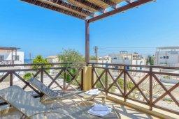 Балкон. Кипр, Коннос Бэй : Потрясающая вилла с 3-мя спальнями, с бассейном, тенистой террасой с патио и барбекю