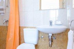 Ванная комната. Кипр, Коннос Бэй : Потрясающая вилла с 3-мя спальнями, с бассейном, тенистой террасой с патио и барбекю