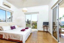 Спальня. Кипр, Центр Айя Напы : Прекрасная вилла с 3-мя спальнями, с бассейном и приватным двориком с патио и барбекю