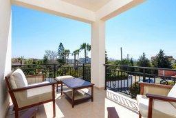Балкон. Кипр, Центр Айя Напы : Прекрасная вилла с 3-мя спальнями, с бассейном и приватным двориком с патио и барбекю