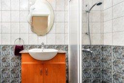 Ванная комната 2. Кипр, Центр Айя Напы : Прекрасная вилла с 3-мя спальнями, с бассейном и приватным двориком с патио и барбекю
