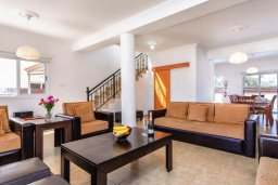 Гостиная. Кипр, Центр Айя Напы : Прекрасная вилла с 3-мя спальнями, с бассейном и приватным двориком с патио и барбекю
