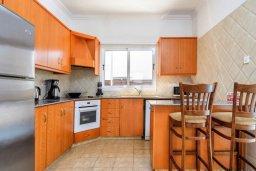Кухня. Кипр, Центр Айя Напы : Прекрасная вилла с 3-мя спальнями, с бассейном и приватным двориком с патио и барбекю