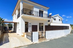 Фасад дома. Кипр, Центр Айя Напы : Прекрасная вилла с 3-мя спальнями, с бассейном и приватным двориком с патио и барбекю