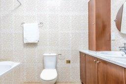 Ванная комната 2. Кипр, Каппарис : Превосходная вилла с 3-мя спальнями, с бассейном и зеленым двориком с патио и барбекю