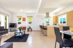 Гостиная. Кипр, Каппарис : Превосходная вилла с 3-мя спальнями, с бассейном и зеленым двориком с патио и барбекю