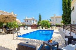 Бассейн. Кипр, Каппарис : Превосходная вилла с 3-мя спальнями, с бассейном и зеленым двориком с патио и барбекю