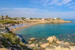 Ближайший пляж. Кипр, Каппарис : Превосходная вилла с 3-мя спальнями, с бассейном и зеленым двориком с патио и барбекю