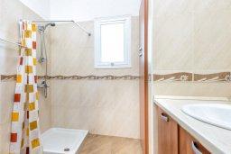 Ванная комната. Кипр, Пернера Тринити : Прекрасная вилла с 3-мя спальнями, с бассейном и приватным двориком с барбекю