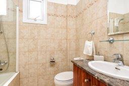 Ванная комната. Кипр, Пернера : Прекрасная вилла с 2-мя спальнями, с уютным двориком с солнечной террасой с патио и барбекю