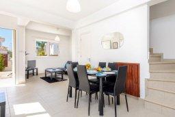 Гостиная. Кипр, Пернера : Прекрасная вилла с 2-мя спальнями, с уютным двориком с солнечной террасой с патио и барбекю