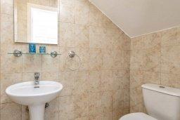 Туалет. Кипр, Пернера : Прекрасная вилла с 2-мя спальнями, с уютным двориком с солнечной террасой с патио и барбекю