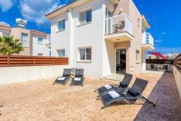 Фасад дома. Кипр, Пернера : Прекрасная вилла с 2-мя спальнями, с уютным двориком с солнечной террасой с патио и барбекю