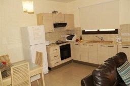 Кухня. Кипр, Каппарис : Уютный таунхаус с 3-мя спальнями, с приватным двориком с патио, в комплексе с бассейном, теннисным кортом и тренажерным залом