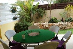 Терраса. Кипр, Каппарис : Уютный таунхаус в комплексе с бассейном, с 3-мя спальнями и приватным двориком с патио