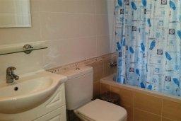 Ванная комната. Кипр, Каппарис : Уютный таунхаус в комплексе с бассейном, с 3-мя спальнями и приватным двориком с патио
