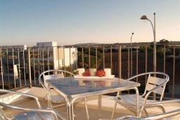 Балкон. Кипр, Каппарис : Современный апартамент в комплексе с бассейном, с двумя спальнями и балконом