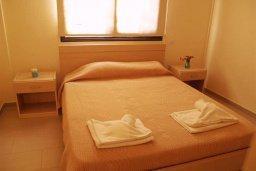 Спальня. Кипр, Каппарис : Современный апартамент в комплексе с бассейном, с двумя спальнями и балконом